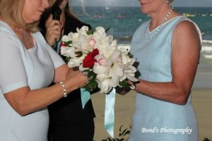 Tying the bouquets. Photo by Susan Bond Photography